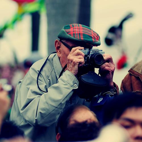street hat photographer minolta candid filmcamera