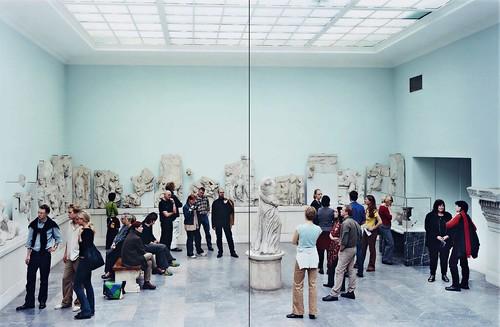 [ S ] Thomas Struth - Pergamon Museum IV, Berlin (2001)