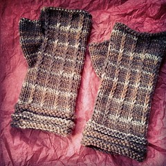 One last shot of the #fingerlessmitts I made for my Mom. Mailed them up to her today #knitstagram #BerrocoVintage #handknit #mitts #Berroco #yarn #knitting