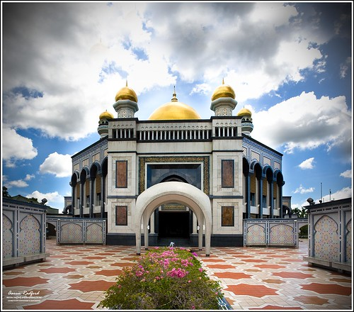travel holiday beautiful gold aaron mosque explore dome 29 brunei merge radford jameasrhassanilbolkiahmosque aaronradford aaronradfordmillerihugconz