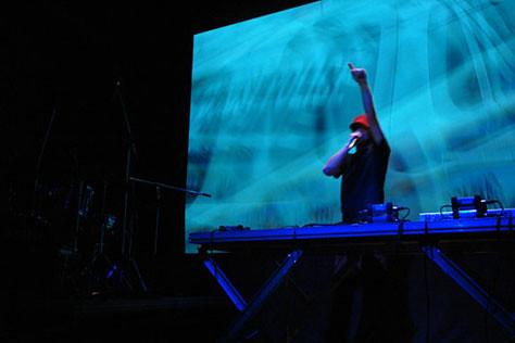 Multi_04_06> Sonic Junior + Raul Mourão