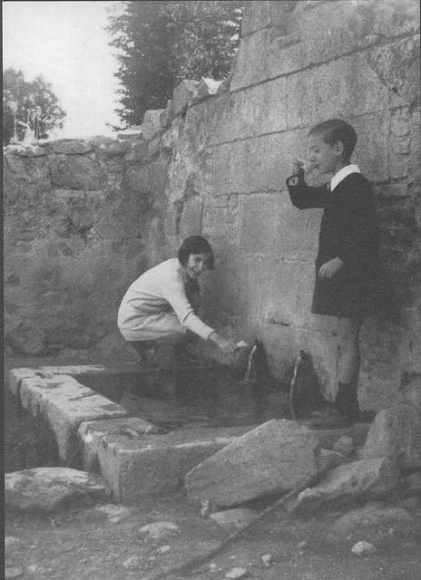 Fuente de Loches (Toledo) en 1929. Fotografía de Pedro Román Martínez