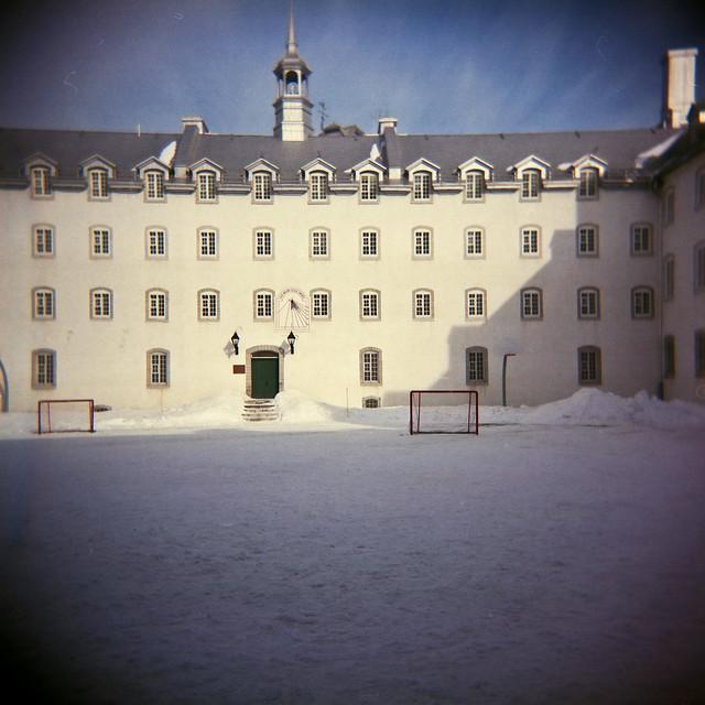 Holga dans la cour du Petit Séminaire