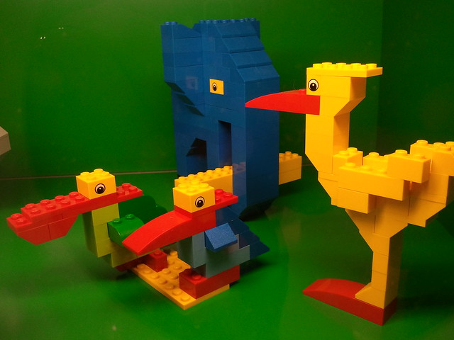 LEGO store diorama: Yellow birds