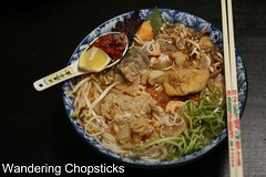 Bun Rieu Cua Tom Oc (Vietnamese Crab and Shrimp Rice Vermicelli Noodle Soup with Snails) 2