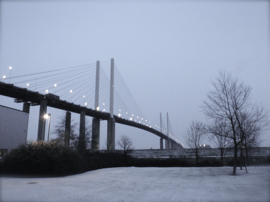 Walking a lap of the M25 - Dartford Bridge. The start and the end.