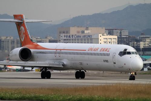 Uni Air MD-90-30(B-17922)