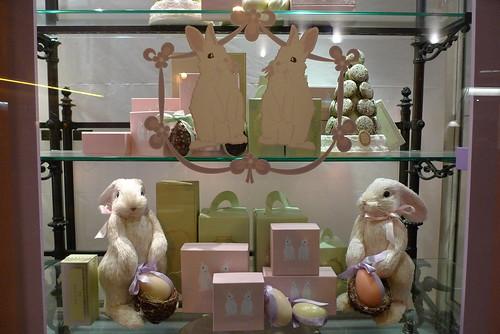 Chocolat le journal des vitrines - Decoration paques vitrine ...