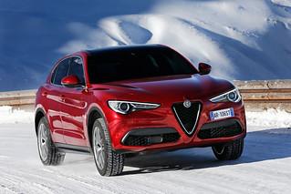 Alfa Romeo 2017 Stelvio web 06