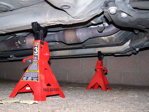 use car jacks for storing vehicles