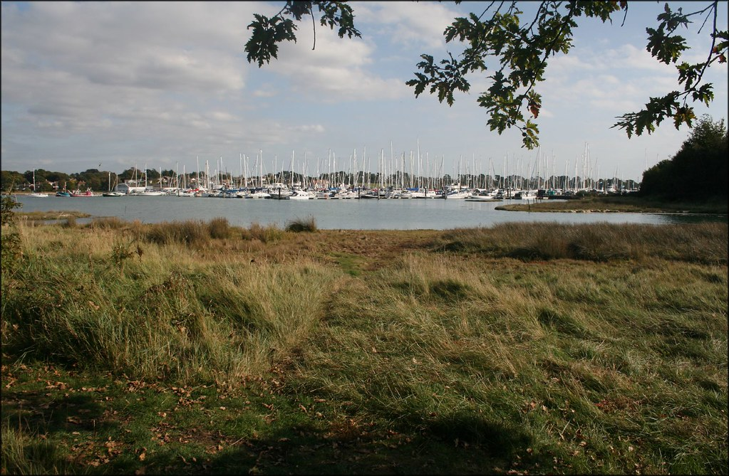 The River Hamble, Hamble-le-Rice The River Hamble flows from Bishops Waltham to the Solent between Hamble-le-Rice and Warsash
