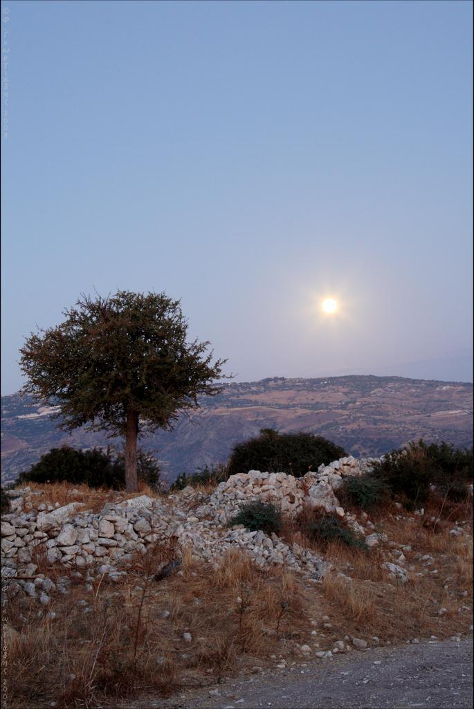 Άγιος Δημητριανός, φεγγάρι