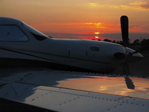 sunset sky reflection mississippi airplane airport aeroplane piper meridian turboprop gtr goldentriangleregionalairport gtra
