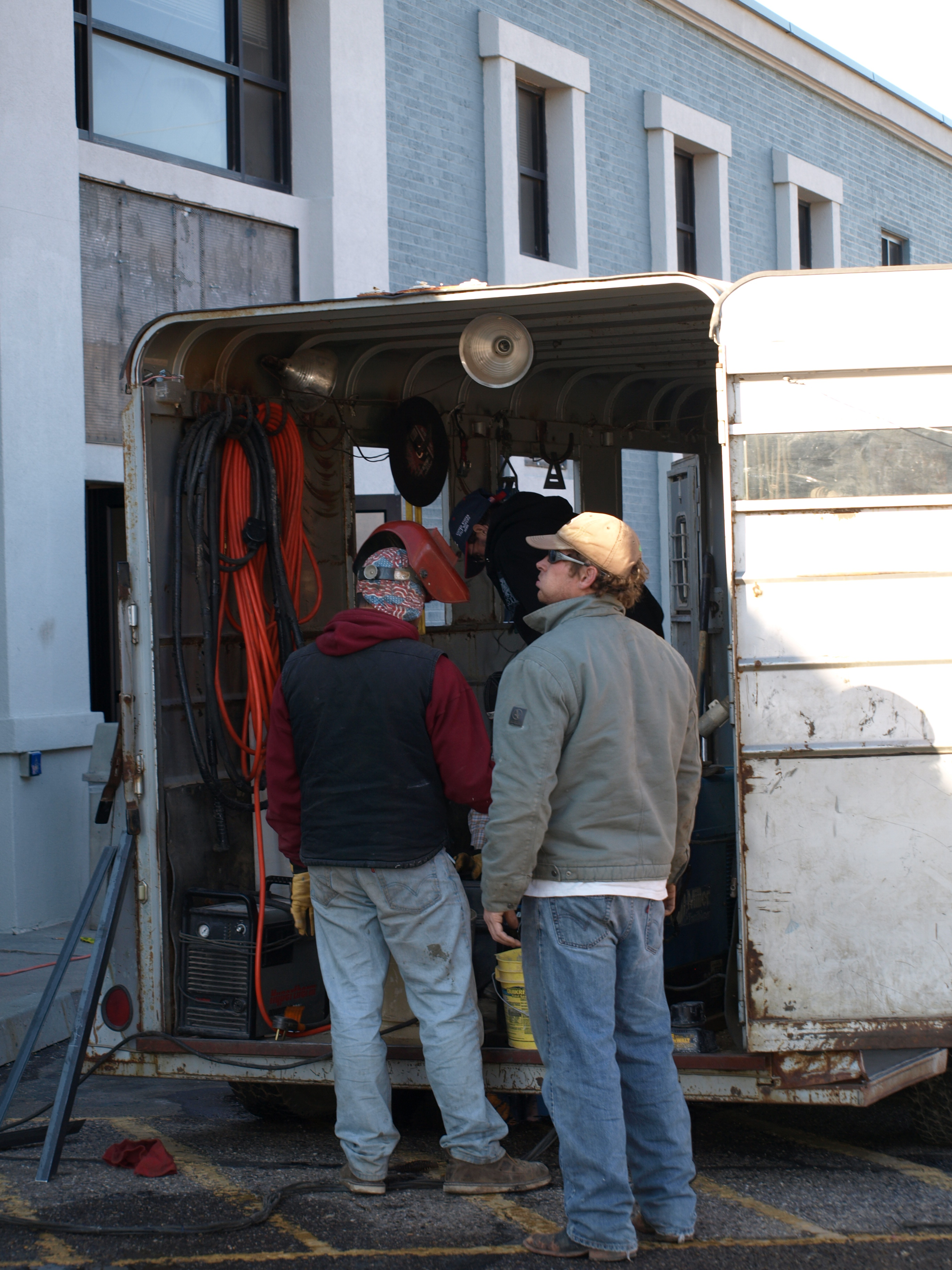 what find traveling welding jobs