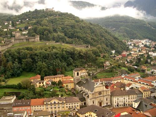 2005-10-07 Castles over Bellinzona
