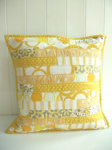yelow cushion 72 dpi.jpg