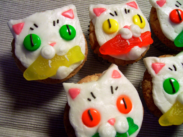 Cat cupcakes!  Made these for my friends bday. Piña cola ...