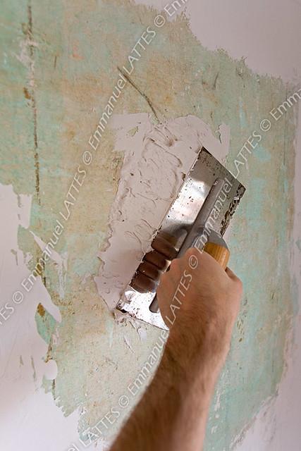 Platoir taloche servant enduire un vieux mur recouvert de pl flickr p - Enduire un mur video ...