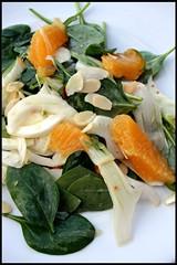 Salade de fenouil, oranges, pousses d'épinard et amandes