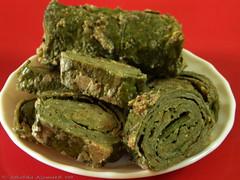 Palak Patradau (Spinach Rolls)