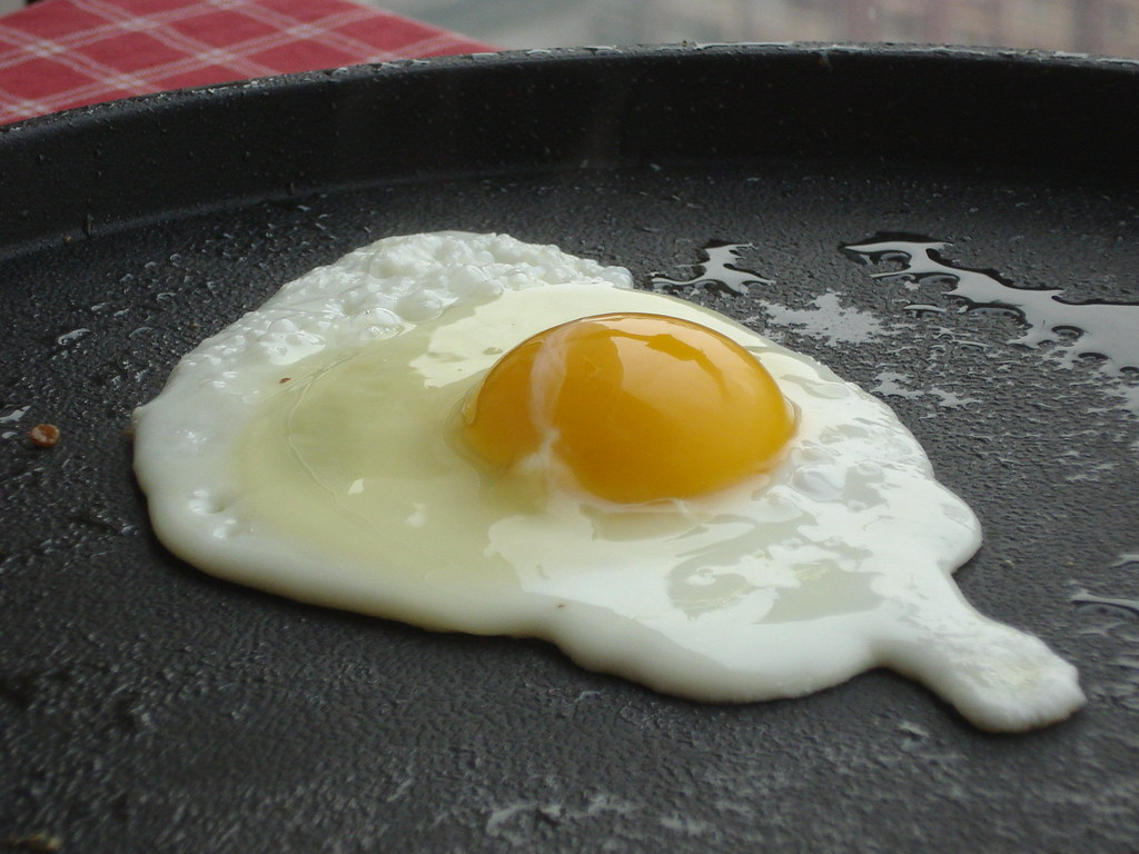 fried egg whole cooked