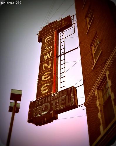 usa sign america hotel us midwest nebraska motel ne northplatte smalltown lincolnhighway highway30 pammorris northplattenebraska pawneehotel retirementhotel nikond5000 denverpam feb2010