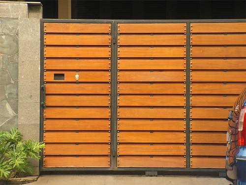 Contoh Desain Pagar Rumah Minimalis pada bagian pintu pagar dengan ...