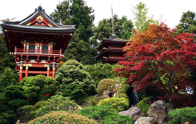 San francisco japanese tea garden temple gate and pagoda for Jardin japones hagiwara de san francisco