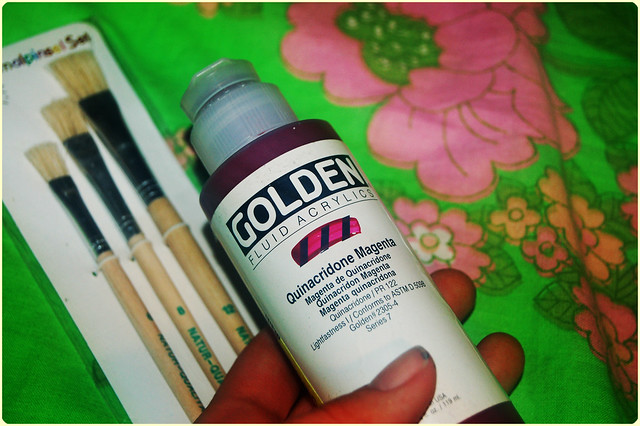 Trying out liquid acrylic paint (Photo by iHanna - Hanna Andersson)