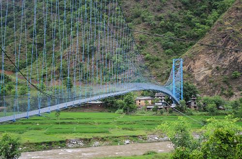 nepal préci pontsuspendu rivière