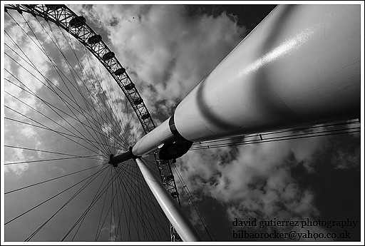 london eye black and - photo #35