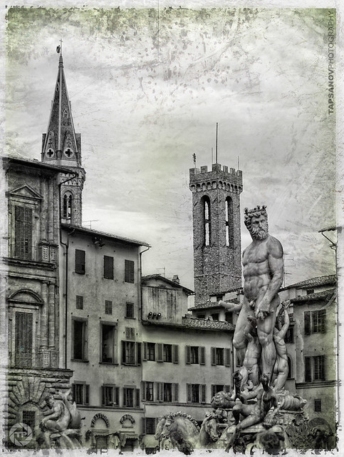 Neptun fountain in front of Casa di Dante