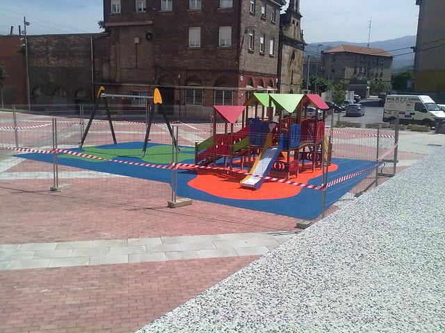 Suelo parque intantil plaza burtze a i barakaldo flickr - Parque suelo ...