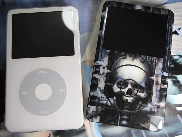 how to turn on old ipod classic