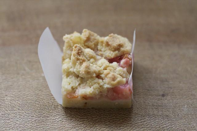 Rhubarb crumb bar