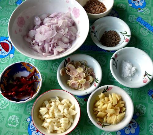 המרכיבים לקארי דרומי עם כבד עוף (חפשו את המתכון באתר)
