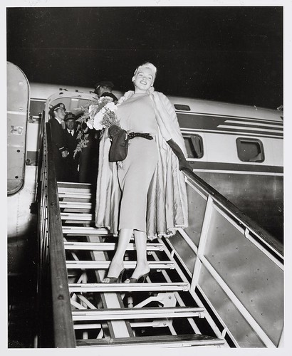 10-10-1957_14730a Jayne Mansfield