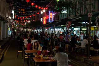 Chinatown Food Street की छवि. night singapore chinatown