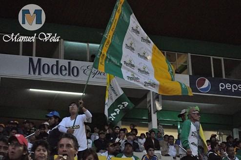 DSC_0106 Afición poblana en el Estadio H. Serdán en el Pericos vs Leones (2do J Serie) por LAE Manuel Vela
