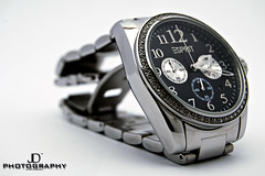 hand(0.0), mineral(0.0), strap(0.0), watch(1.0), metal(1.0), font(1.0), brand(1.0),