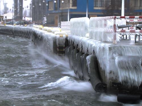 storm ice port wave quay gdynia pomorskie pilotowe