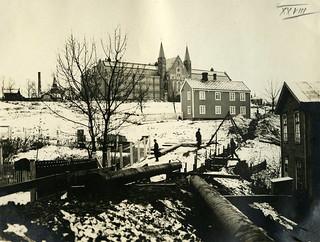 Leirsjøledningen legges gjennom Høyskoleparken (ca. 1924)
