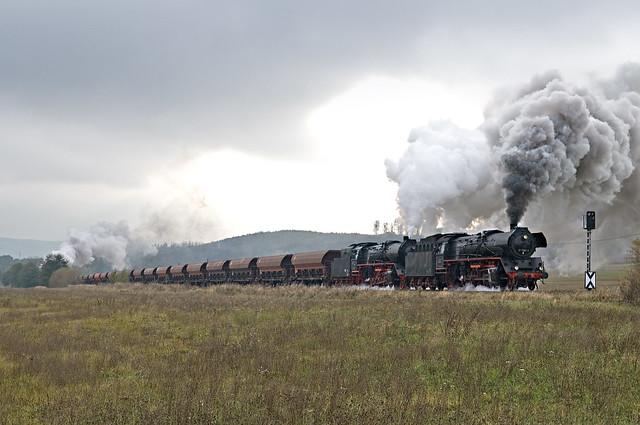 84. 41 1150 en 41 1144 en opdrukloc 52 8079 met DGz 93358 van Immelborn naar Eisenach Gbf bij Hüttenhof part 3 24-10-2009.jpg