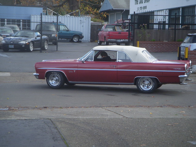 1963 Oldsmobile Cutlass F 85 http://www.flickr.com/photos/31019817@N02/4120443341/