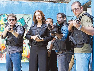 Elenco da série 'A Lei e o Crime' na favela Tavares Bastos Caio Junqueira, Francisca Queiroz, Leandro Firmino e Daniel Andrade