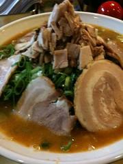 noodle(0.0), bãºn bã² huế(0.0), noodle soup(0.0), kuy teav(0.0), beef noodle soup(0.0), meal(1.0), meat(1.0), food(1.0), dish(1.0), soup(1.0), cuisine(1.0), nabemono(1.0),