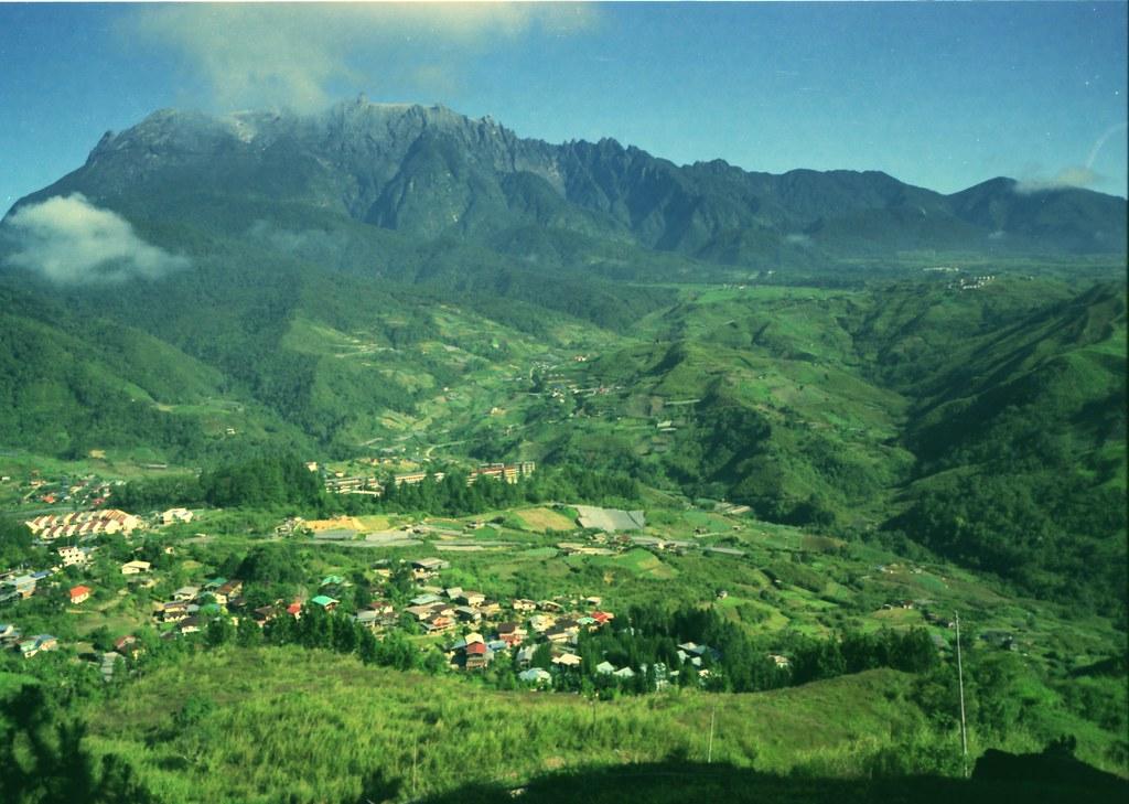 キナバル山とキナバル公園の風景