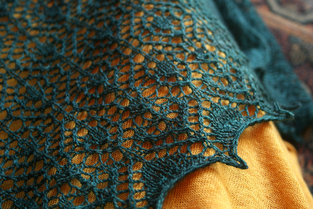 On Designing a Lace Triangle IV: Edgings   Dainty Beast