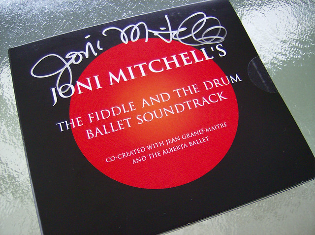 AUTOGRAPHED FIDDLE AND DRUM SOUNDTRACK JONI MITCHELL