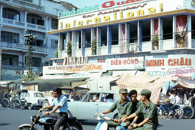 Le Loi St near Ben Thanh Market 1972